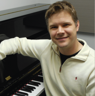 Charles Pike teaches Beginning and Intermediate Piano.